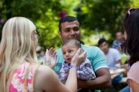 Foto: Kind mit Eltern